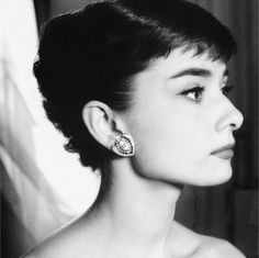 Discovered by mo0316. Find images and videos about audrey hepburn, beauty and vintage on We Heart It - the app to get lost in what you love.