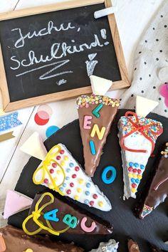 Schultüte - Einschulungskuchen einfach backen: Kleine Schultüten Kuchen eignen sich gut für ein Kuchenbuffet bei der Einschulung und sind eine gute Alternative zur Einschulungstorte. Cupcakes, Fabulous Foods, Diy Food, Sugar, Cookies, Muffins, Desserts, Pie, Kid Cooking