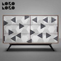 Vinilo autoadhesivo para la decoración de muebles de madera · Diseño de geometría retro con hexágonos y triángulos grisáceos · Superficie lavable