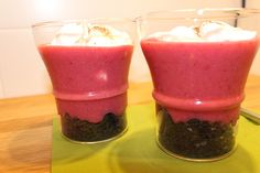 Oreos with strawberry-banana puree and greek yoghurt topping