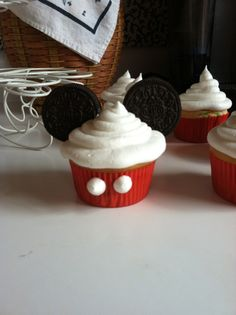 Mickey Mouse cupcakes super easy!!