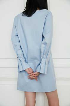 sleeve pleat detail, low classic