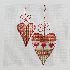 Cross Stitch Creative - Monatsbilder Source by Cross Stitch Heart, Felt Hearts, Christmas Cross, Cross Stitch Patterns, Needlework, Projects To Try, Valentines, Ornaments, Winter