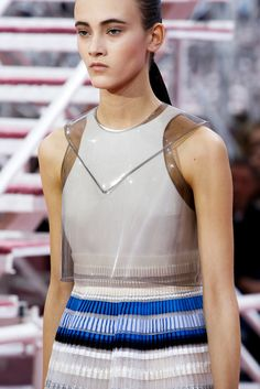 See all the Details photos from Christian Dior Spring/Summer 2015 Couture now on British Vogue Style Couture, Couture Details, Fashion Details, Couture Fashion, Fashion Design, Fashion Week, Fashion Models, High Fashion, Fashion Show