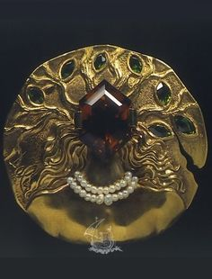 Ophelia, Salvador Dali, 1953, 18 karat yellow gold, natural citrine, demantoid garnet, pearls. #Dali #Surrealist #jewel