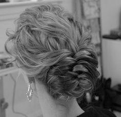 Penteados de Noivas e Madrinhas!http://www.motherofthebride.com.br/2013/01/penteados-de-noivas.html#.UUI2QaVrtQo