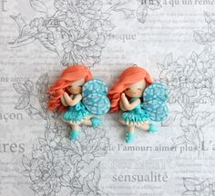 My new girls. Maybe they are fairies, maybe butterflies . Could you tell me please in which language are this words written on the background? Is it Italian? Polymer Clay Fairy, Polymer Clay Dolls, Clay Magnets, Clay Fairies, Beautiful Gifts, Clay Tutorials, Clay Crafts, New Girl, Clay Art