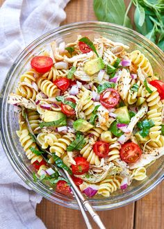 Healthy Chicken Pasta Salad - #chicken #salad #eatwell101 #recipe - Packed with flavor, protein and veggies! This healthy chicken pasta salad is loaded with tomatoes, avocado, and fresh basil. - #recipe by #eatwell101
