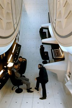 Behind the scenes, director Stanley Kubrick on set, A Space Odyssey Kubrick notoriously hated having pictures taken of him, especially on set, so this is quite rare. Famous Movies, Iconic Movies, Sci Fi Movies, Old Movies, Indie Movies, Action Movies, Hotel Lobby Design, Top Photos, 2001 A Space Odyssey