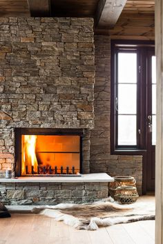 Steinpanel på peis - se løsninger og priser fra Stoneart AS Brick And Stone, Stone Walls, Stove Fireplace, Rustic Elegance, Log Homes, Dining Room, Architecture, Wood, Fireplaces