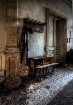 I can only imagine what old couple may have lived here until it was finally empty one day...