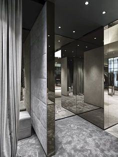 Les Hommes chose the area of Porta Nuova - which merges with the famous shopping area of Corso Como - to inaugurate its very first flagship store in Milan. The Belgian brand entrusted the project design for its boutique to Piuarch and gave them the. Retail Interior, Luxury Interior, Interior Architecture, Boutique Interior, Boutique Design, Cheap Wall Mirrors, Visual Merchandising, Fashion Showroom, Concept Shop