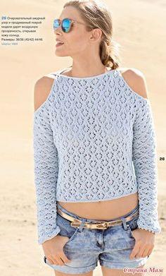Голубой пуловер с открытыми плечами (спицами)
