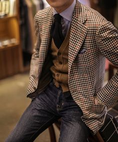 Plaid tweed jacket paired with jeans, cardigan and autumn hued necktie. Great fall and winter style!