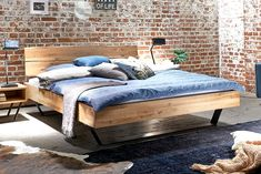 Wooden Pallet Beds, Wood Beds, Office Lounge, Pine Furniture, Furniture Design, Cozy Bedroom, Master Bedroom, Zen Room, Dreams Beds