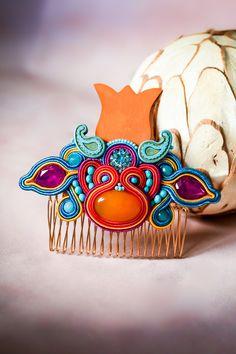 Unique tulip soutache handmade comb by nikuske on Etsy Soutache Bracelet, Soutache Jewelry, Beaded Earrings, Statement Earrings, Beautiful Gift Boxes, Jewelry Party, Handmade Design, Teardrop Earrings, Bohemian Jewelry
