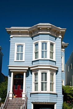 A blue Victorian house in San Francisco. I like the red door. #exteriorpaint