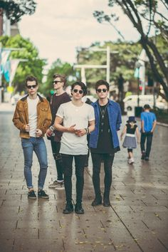 Love the shades! The Vamps Brad Simpson, James McVey, Connor Ball and Tristan Evans. Bradley Simpson, Meet The Vamps, Somebody To You, Will Simpson, Band Wallpapers, New Hope Club, Pop Rock, 1d And 5sos, Guys And Girls