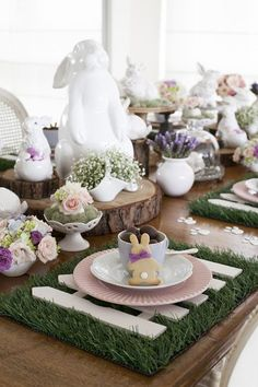 Elegant Easter tablescapes is the only way people are going to remember your Easter party. Check out best Easter Table decorations ideas and inspo here. Easter Table Settings, Easter Table Decorations, Easter Decor, Easter Ideas, Easter Centerpiece, Diy Ostern, Hoppy Easter, Easter Subday, Easter Garden