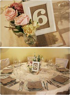 Le mani abili della sposa avevano creato i numeri dei tavoli e trovando un accostamento perfetto con i miei centrotavola