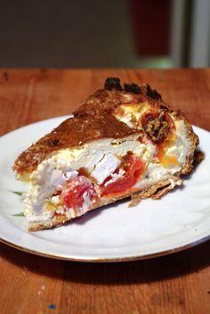JAG DÖR VAD GOTT! Paj med fetaost och tomater. Mums! I min matlåda kommande vecka, vill jag lova! Och pajdegen. Ja den är helt fantastisk!Gör så här: Pajskal: 50g smör 3dl mandelmjöl 0,5dl sesammjöl… Lchf, Keto, Sour Cream, New Recipes, Quiche, Sugar Free, French Toast, Food And Drink, Low Carb