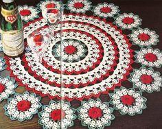 Bel centrino bianco e rosso con fiori