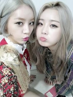 '94 line' Dal Shabet's Subin and Girls' Day's Hyeri show off their matching hair color | http://www.allkpop.com/article/2014/01/94-line-dal-shabets-subin-and-girls-days-hyeri-show-off-their-matching-hair-color