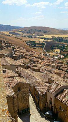 Un piccolo gioiello ricco di testimonianze storiche e di tradizioni ph. Toti Maiorca  #Madonie #Gangi #visitsicilyinfo  #borghipiubelliditalia