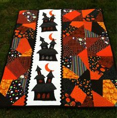 My Simply Haunting quilt is finished! This quilt was so fun to make! My little boys call it the. Halloween Sewing, Fall Sewing, Theme Halloween, Fall Halloween, Halloween Crafts, Halloween Embroidery, Halloween Ideas, Halloween Quilt Patterns, Halloween Quilts