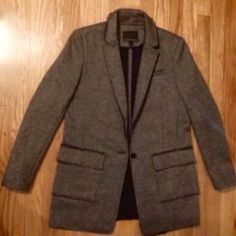 Banana Republic Grey Boyfriend Blazer This blazer is a modern, chic take on an essential classic.  Hits low at the hip.  Perfect for the office, or pair with black skinny jeans and heels for a night out.  Size 6. Banana Republic Jackets & Coats Blazers