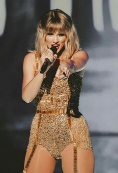 Taylor Swift Concert, Taylor Swift Hot, Taylor Swift Dresses, Beautiful Taylor Swift, Taylor Swift Wallpaper, Taylor Swift Pictures, Powerful Women, Girl Crushes, Lady