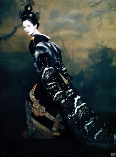 Gong Li posing as Hatsumomo for Vogue during the promotion of 'Memoirs of a Geisha' | 2005