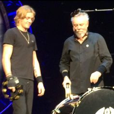 @adamlambert gives new meaning 2 backstage pass when hid Sauli behind our drums #Amsterdam @QueenWillRock @RuTTaylor1 pic.twitter.com/IklFsURHQ0