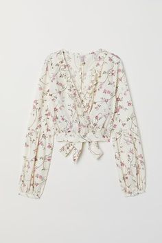 V-neck Wrapover Blouse - Natural white/floral - Ladies Cute Casual Outfits, Boho Outfits, Spring Outfits, Chill Style, Indian Designer Suits, Long Balloons, Sexy Blouse, Build A Wardrobe, Stylish Dresses
