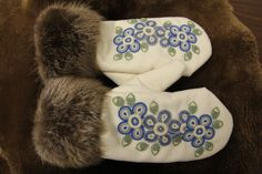Wonderful beadwork! These mittens are currently on display at the Historic Saugeen Métis Interpretive Learning Centre in Southampton, Ontario.