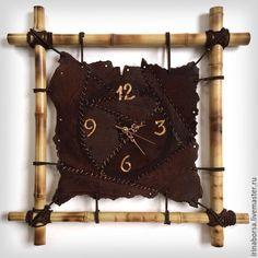 Купить или заказать Часы настенные MARSEL в интернет-магазине на Ярмарке Мастеров. Удивительные часы из натуральной кожи для Этно интерьеров или в коллекцию ценителям эксклюзива. Авторское фактурирование и выжигание по коже. Отличный подарок своему дому и семье!