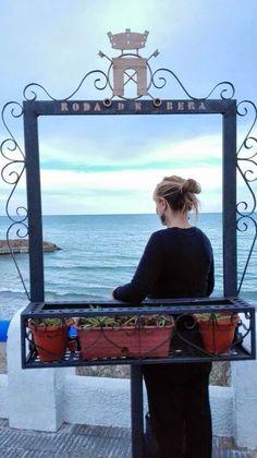 Los creativos son ellos . . .  by Kaplota: Asomada al balcón/ Looking for the balcony