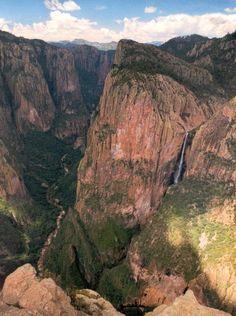 Quiero visitar Copper Canyon, Mexico. Copper Canyon es acantilados que son muy altos. Hay una gran vista.