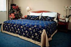 Klasszikus stílusban, elegánsan berendezett szobák fogadják vendégeinket