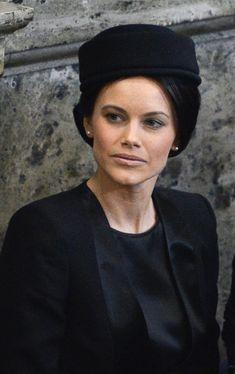 Sofia Hellqvist -en la imagen en el funeral de la princesa Lilian- ha acompañado a la Familia Real sueca en las alegrías y en las penas
