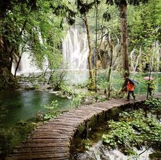 Breathtaking beauty at the Plitvice Lakes in Croatia | #croatia #plitvicelakes #plitvice