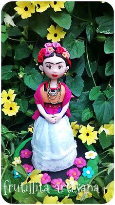 Frida Kahlo porcelana fria creacion frutillita artesana Noelia Moreno