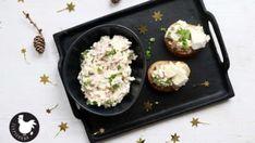 Hermelínová pomazánka patří mezi stálice na obložených mísách s chlebíčky. Dobrý sýr, šunka, vajíčko a cibule, které spojí čerstvý sýr a majonéza. Griddle Pan, Baked Potato, Potato Salad, Food And Drink, Treats, Fresh, Health, Ethnic Recipes, Kitchen