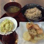 GAZIO - 本日の粗食プレート。野菜の天ぷら、塩もみキャベツ、みそ汁、玄米ご飯。