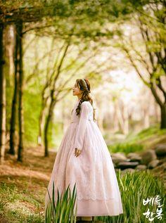 Korean traditional clothes.(dress)#한복 #hanbok #wedding #hanbokdress #marriage #design #한복디자인 #신부한복 #신부한복맞춤 #예쁜한복 #한복스냅 #화보촬영 #한복촬영 #웨딩스냅 #snap #modern #pattern #woman #newlywed #flower #wonderful #korean #한국 #대한민국 #전통의상 #퓨전한복 #한복드레스 #드레스한복 #웨딩한복드레스 #웨딩촬영한복 #베틀한복