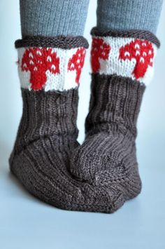 @Samantha Lavandier, not even sure if this is knitting or crochet, but here ya go.