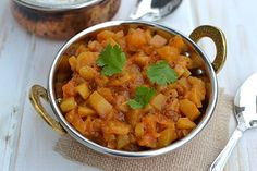 Kohlrabi has a refreshing flavor and texture similar to cabbage. This curry is spicy and delicious. Kohlrabi Recipes, Surimi Recipes, Endive Recipes, Mackerel Recipes, Veggie Recipes, Indian Food Recipes, Soup Recipes, Vegetarian Recipes, Healthy Recipes