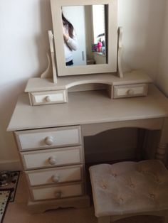Natalie's dressing table - I painted in Annie Sloan paint country grey & old white on sanded & waxed to give it this lovely look #izzyloops