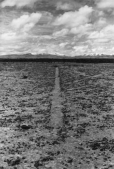 Richard Long: Walking and Marking Links to the theme as you're walking through the past in the present, hoping to come across the future? Richard Long, Land Art, Landscape Art, Landscape Architecture, Robert Smithson, Sculpture Art, Metal Sculptures, Abstract Sculpture, Bronze Sculpture