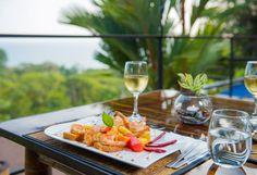 Time for a sea view dinner @ Tikivillas Rainforest Lodge, Costa Rica